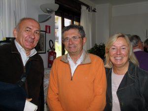 il-presidente-della-coop-franco-chiambretto-con-i-cogniugi-rondano
